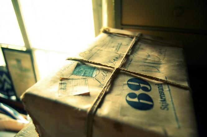 Ein Paket in der Poststelle