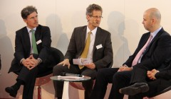 MailConsult Geschäftsführer Klaus Gettwart moderiert die Podiumsdiskussion auf der CeBIT 2014